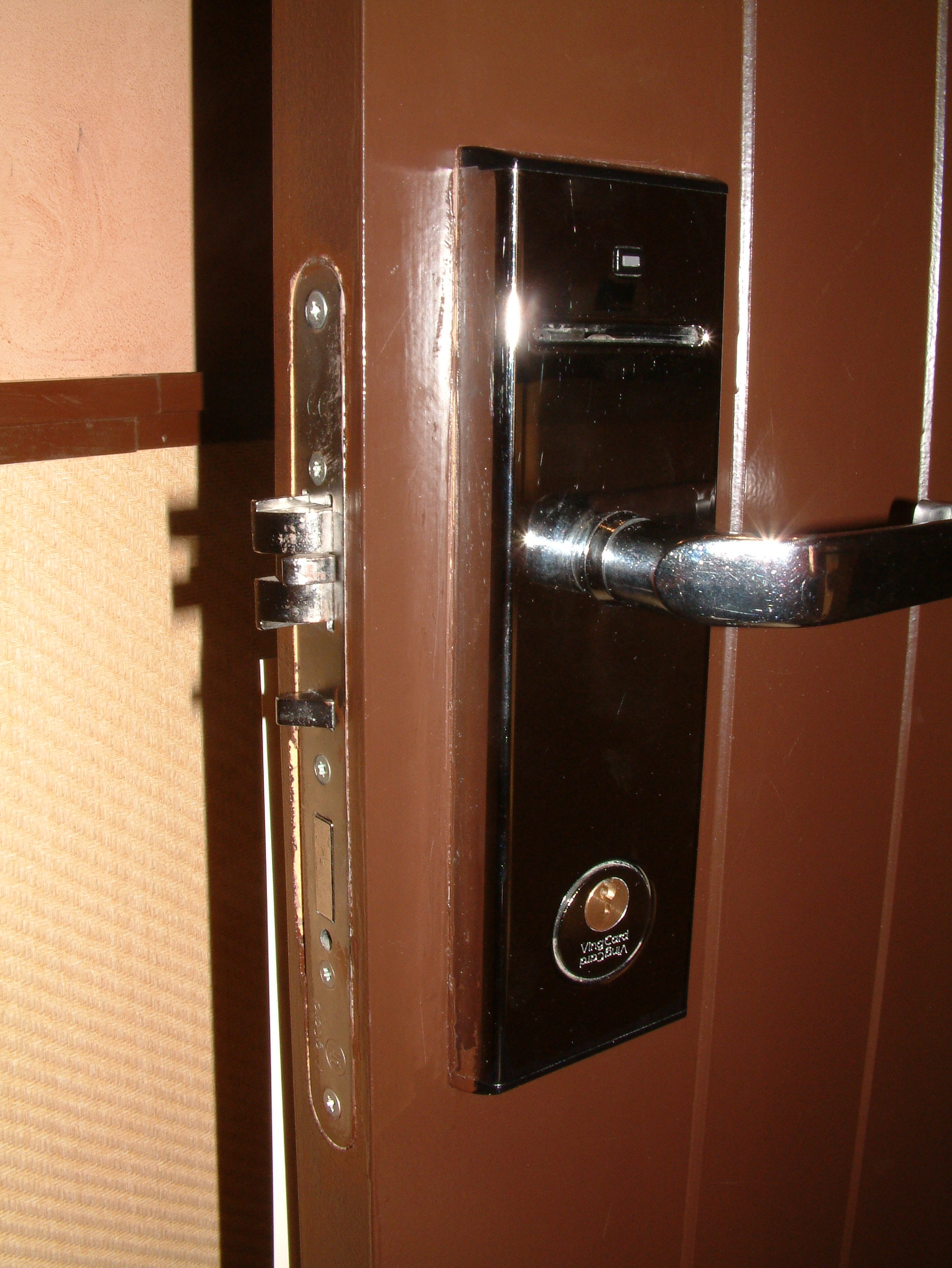 How to unlock a bedroom door without a key for How to unlock mercedes benz door without key